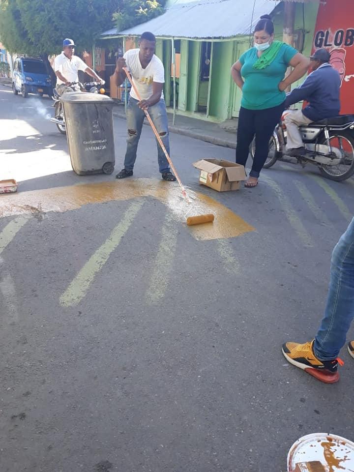 Alcaldía de Castañuelas señaliza policías acostados del Barrio San Martín de Porres.