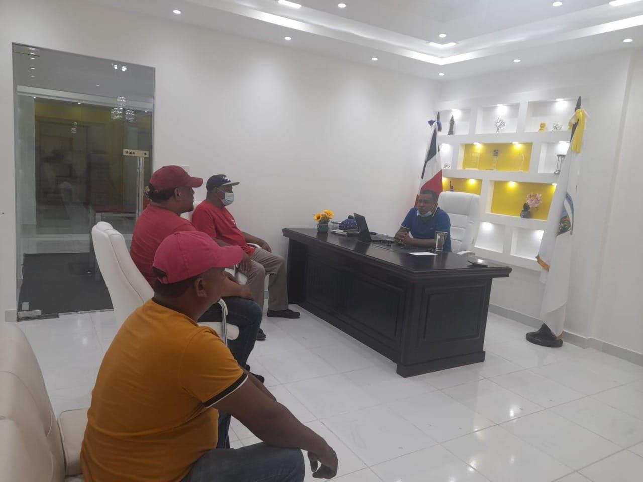 Alcalde Winston Álvarez se reúne con alcaldes pedáneos para tratar tema de fiebre porcina*